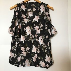 Lily Morgan Pull over blouse. Black floral. Med.